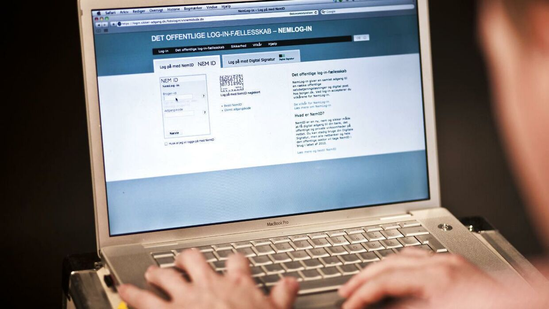Ny nettjeneste gør det muligt for almindelige danskere selv at lave testamente og andre vigtige dokumenter. Advokater advarer mod at handle uden rådgivning.