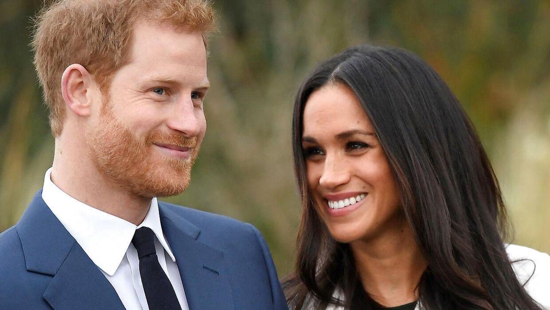 Prins Harry med sin forlovede Meghan Markle.