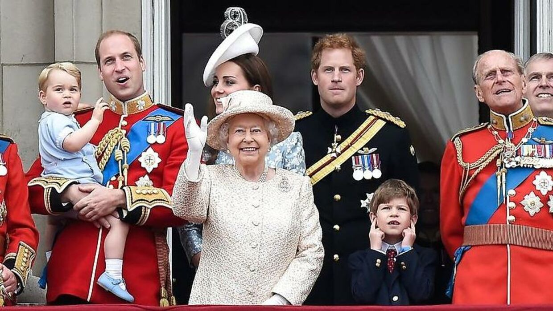En engelsk undertøjsforretning er tilsyneladende stoppet som kongelige hofleverandør for det engelske kongehus kort efter, at butikkens indehaver skrev en bog, hvor hun afslørede detaljer om royale undertøjsindkøb.