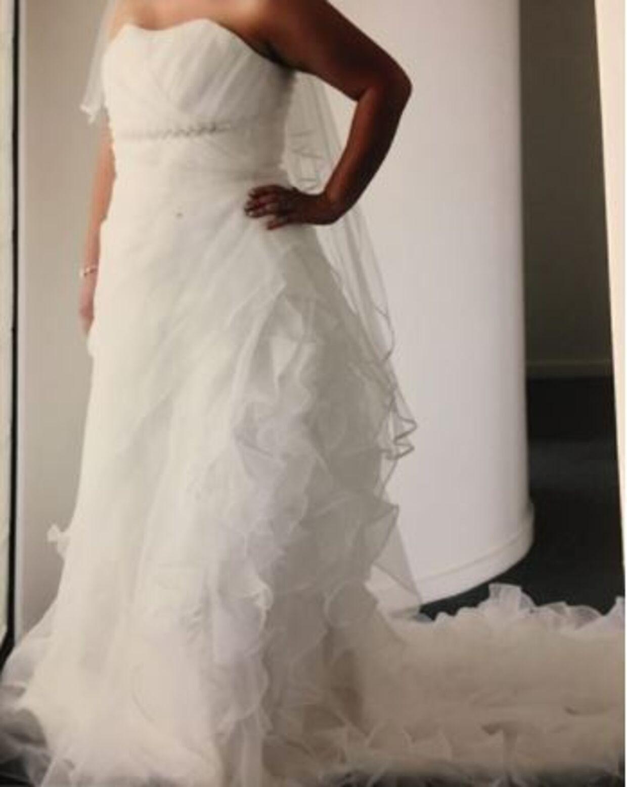 En australsk kvinde vil gerne af med sin brudekjole, som hun efter eget udsagn 'bar en gang ved en fejltagelse'.