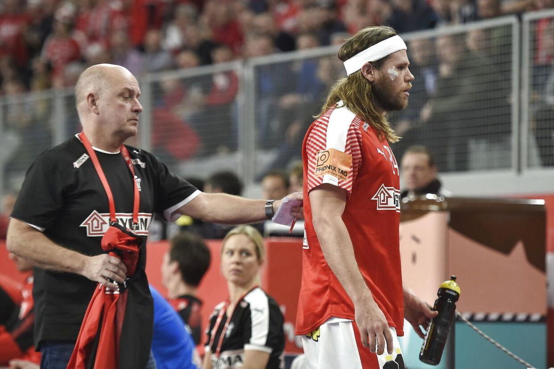 Med 20 minutter tilbage af kampen sluttede Mikkel Hansens kamp, da dommerne gav ham det røde kort.
