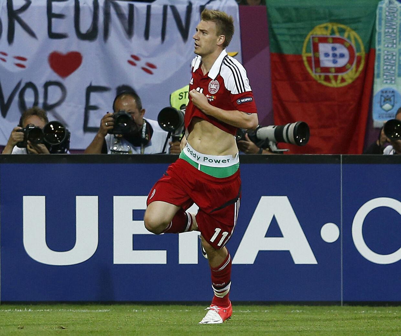 735.000 kroner og en spilledags karantæne kostede det Nicklas Bendtner at vise sine Paddy Power-underbukser, da han under EM 2012 - 24 år gammel - scorede til 2-2 i 2-3-nederlaget til Portugal.