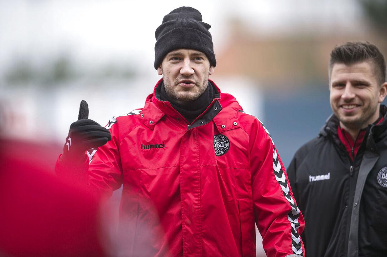 Nicklas Bendtner er endelig tilbage på landsholdet under Åge Hareide, og her ses han 29 år gammel til træning i Helsingør inden playoff-kampene mod Irland.
