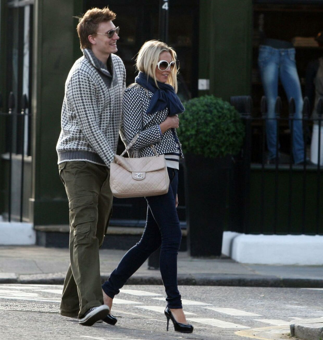 Nicklas Bendtner sammen med sin daværende kæreste Caroline Fleming i 2010, da han var 22 år gammel.