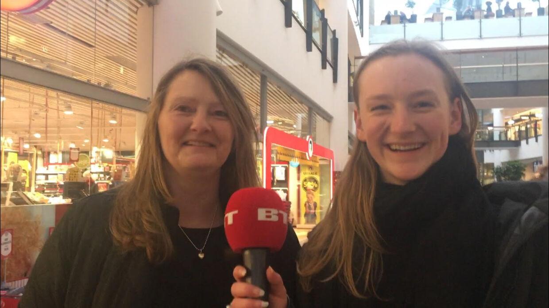 Kathrine Weyhe Petersen på 18 år og er studerende sammen med sin mor Charlotte Weyhe Petersen på 53 år, der driver en virksomhed med sin mand.
