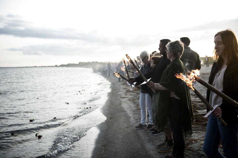 Kim Wall blev mindet med et fakkeltog på Ishøj Strand, torsdag den 31. august 2017. Kim Wall var ombord på ubåden Nautilus sammen med Peter Madsen. Hendes torso blev senere fundet i Køge Bugt.