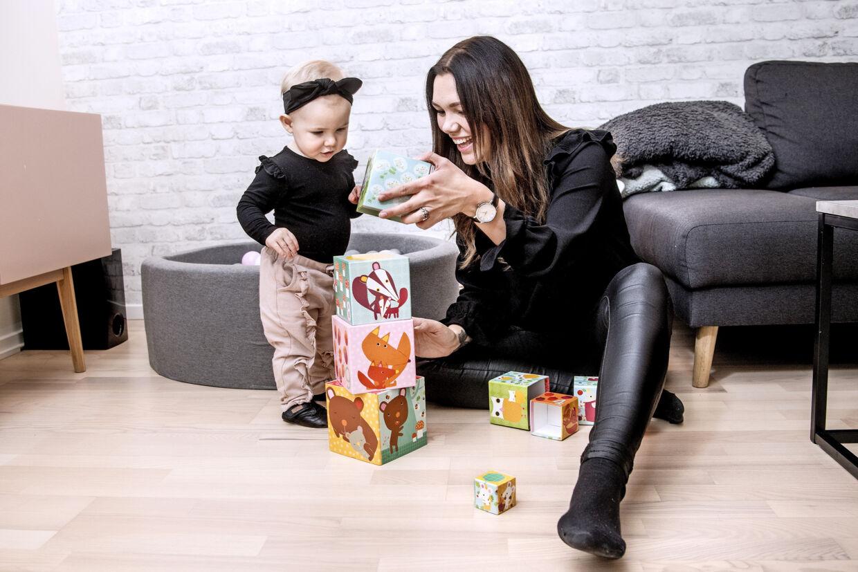 Sarah Hartvich, var næsten lige blevet mor, da hun fik at vide, at hun lider af sclerose. Med ét blev fremtiden usikker, men hendes positive livsindstilling har hjulpet hende til at nyde livet her og nu – på trods af sygdommen. Hun planlægger f.eks. at rejse til Australien med sin mand og datter. Privatfoto