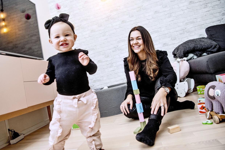 Sarah Hartvich, var nÔøΩsten lige blevet mor for fÔøΩrste gang, da hun fik konstateret sclerose. Fremtiden blev usikker, men hendes positive indstillingen til livet har hjulpet hende videre.
