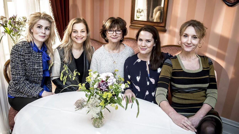 Fra venstre Cecilie Stenspil, den nye. Lisa Werlinder, Sonja Oppenhagen, Amalie Dollerup og Anette Støvelbæk fra Badehotellet.