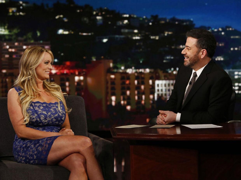 38-årige Stormy Daniels gæster Jimmy Kimmel Live.