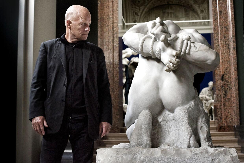 """Morten Sabroe i anledning af hans bog """"32 centimeter"""", der snart udkommer. Her er han fotograferet på Glyptoteket."""
