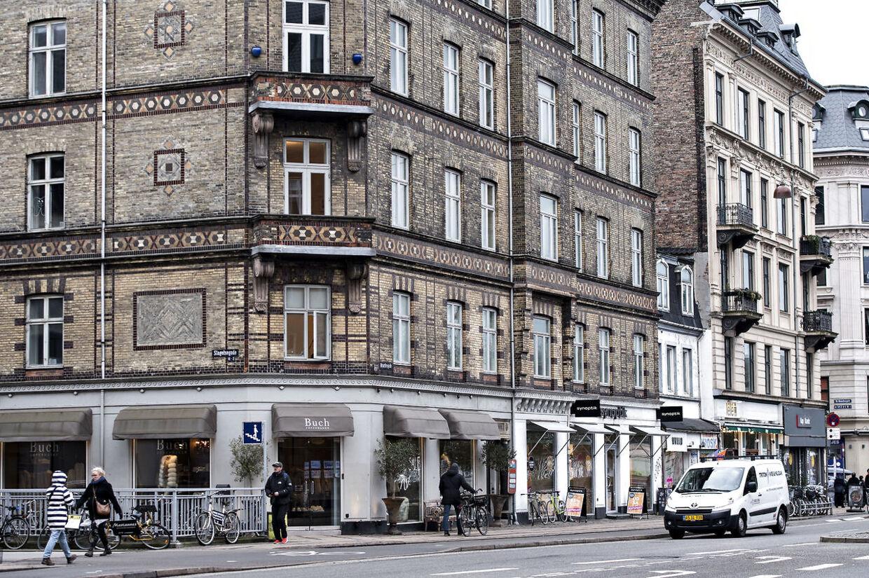 Det er i denne ejendom, at Anna Mee Allerslev har fået totalrenoveret sin lejlighed med Øens Murerfirma som hovedentreprenør. Selv nægter hun, at det er sket.