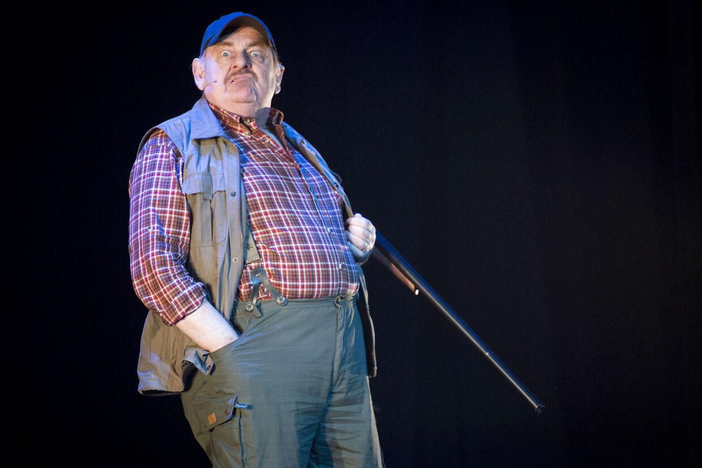 Den ikoniske rolle fra come-back filmen 'Blinkende lygter' gentog Ole Thestrup i teaterforestillingen af samme navn.