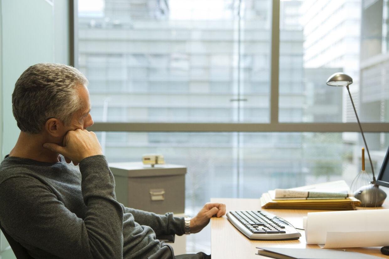 På arbejdspladsen brokker vi os oftest over lederen, arbejdsopgaverne og arbejdsforholdene. Free/Sigrid Olsson