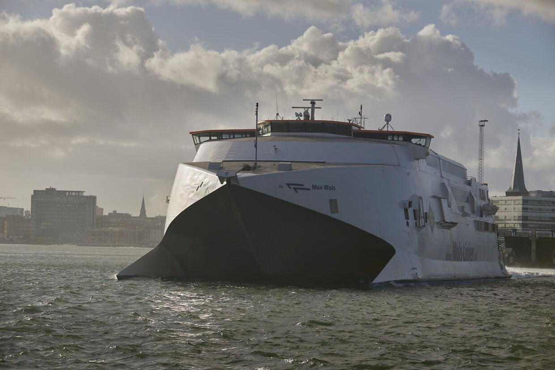 Mols-liniens hurtigfærge Max mols på vej fra Aarhus havn