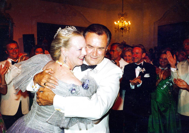 Til sølvbryllyppet i 1992 dansede Margrethe og Henrik brudevals. Ingen af dem kunne skjule, at de efter 25 års ægteskab stadig var meget lykkelige sammen