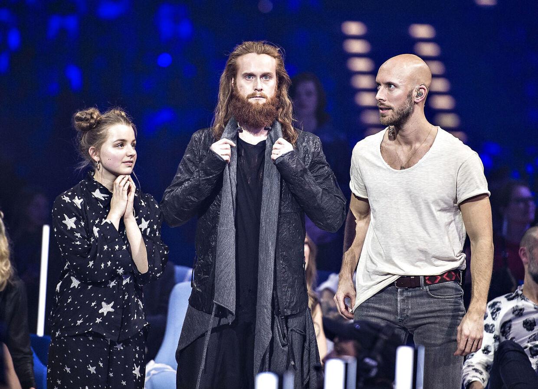 """Rasmussen vandt efter en nervepirrende finale mod """"Starlight"""" med Anna Ritsmar, tv. og """"Music For The Road"""" med Albin Fredy (th.)"""