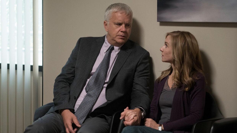 Tim Robbins og Holly Hunter spiller parret med en helt speciel familie i Alan Balls nye HBO-serie 'Here and Now'. Foto: HBO Nordic