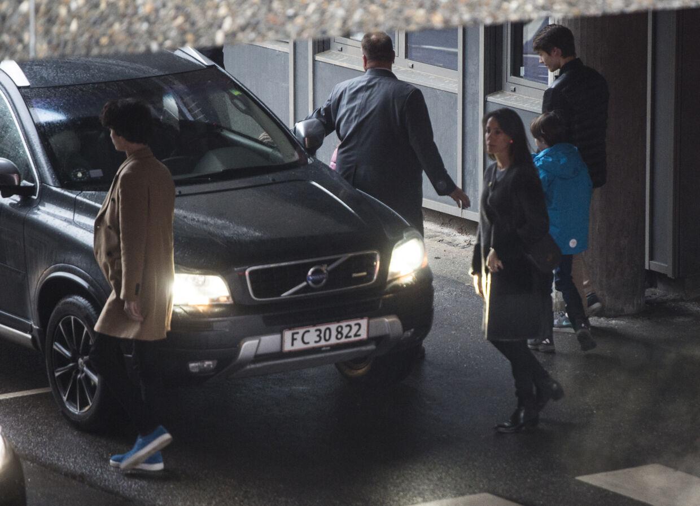 Prins Joachim, Marie og børnene, Prins Nikolai, Prins Felix, Prins Henrik, Prinsesse Athena ankommer til Rigshospitalet, søndag den 11. februar 2018.