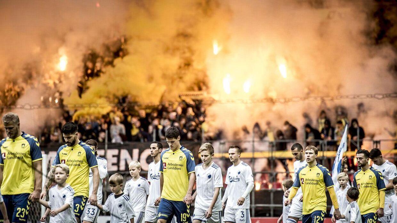 Brøndby IFs fans under Alka Superliga-kampen mellem FC København og Brøndby i Parken i København, søndag den 5. november 2017.. (Foto: Mads Claus Rasmussen/Scanpix 2017)