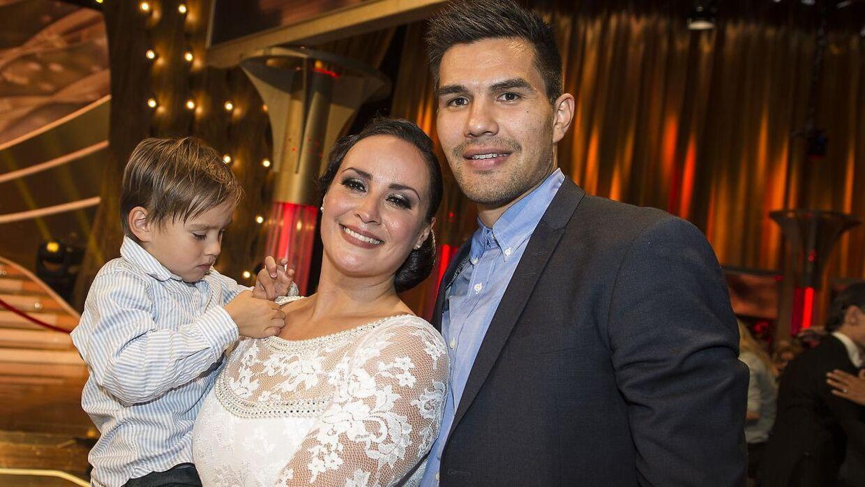 Julie Berthelsen med kæresten Minik Dahl Høeg og deres søn, Casper. Billedet er taget, da hun deltog i 'Vild med dans' i 2016.