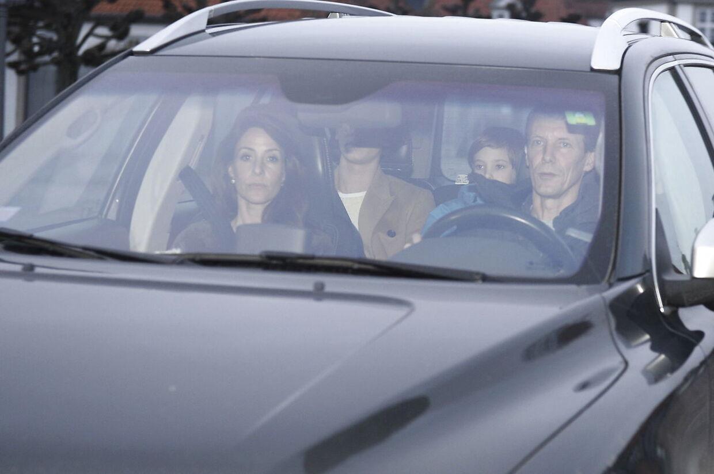 Prins Joachim og prinsesse Marie forlader Fredensborg slot efter at have besøgt prins Henrik, som er blevet overført fra Rigshospitalet til Fredensborg Slot tirsdag den 13. februar 2018.
