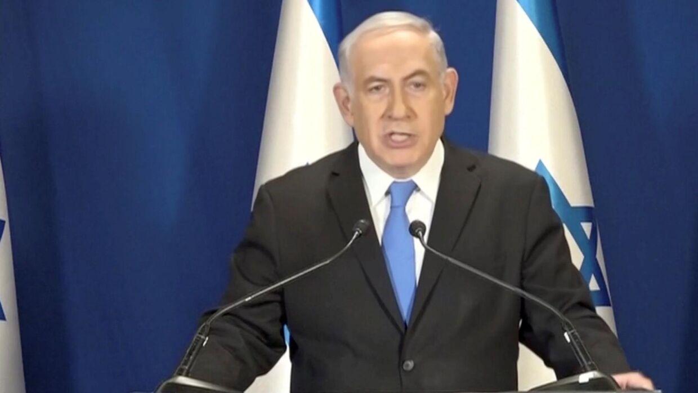 I en tv-tale bekræfter Benjamin Netanyahu, at politiet i Israel anbefaler, at han tiltales for korruption og bestikkelse. Han siger samtidig, at han er uskyldig. Reuters/Pool