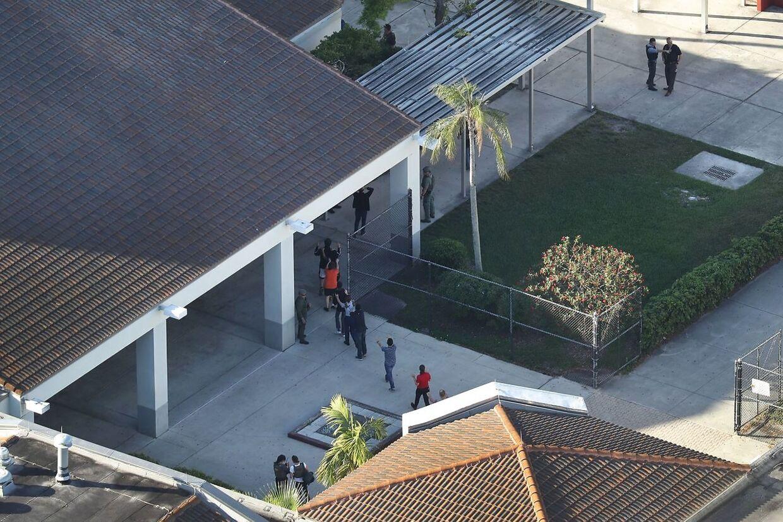 Her ses Marjory Stoneman Douglas High School fra luften.