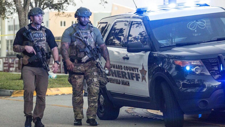 SWAT-betjente ved Marjory Stoneman Douglas High School, Parkland i Florida.