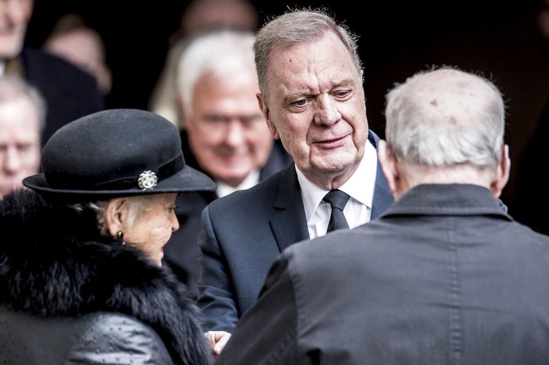 Christian Eugen Olesen, tidligere ceremonimester ved hoffet forlader Castrum Doloris for særligt indbudte i Christiansborg Slotskirke.