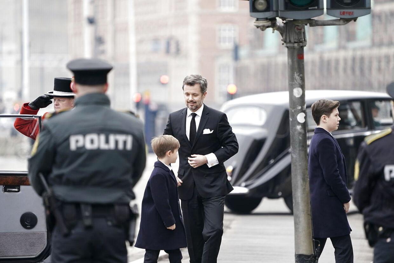 Kronprins Frederik og sønnerne.