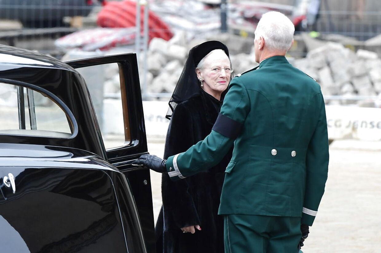 Dronning Margrethe ankommer.