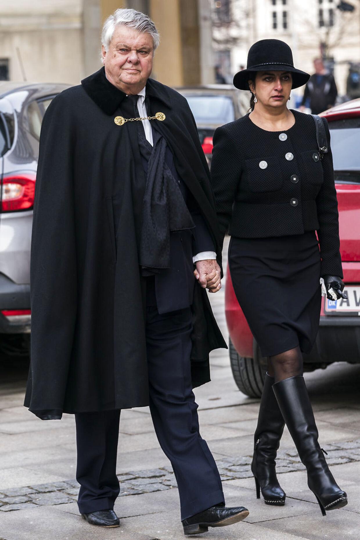 Kammerherre og hofjægermester Christian Kjær med sin hustru Susan Astani er også parat til at hjælpe og støtte dronning Margrethe i hendes sorg over at have mistet prins Henrik.