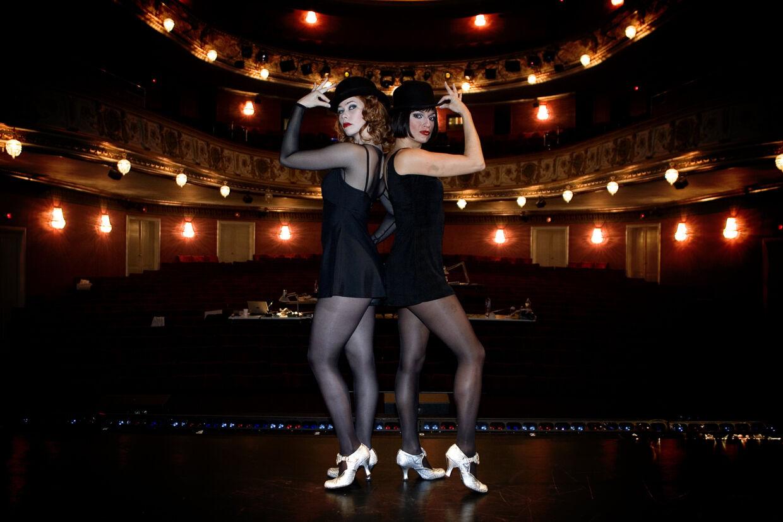 Birgitte Hjort Sørensen og Julie Steincke spillede i 2006 de to kvindelige hovedroller, da musicalen 'Chicago' blev sat op på Det Ny Teater. Senere spillede Birgitte Hjort samme rolle i London. Foto Jeppe Michael Jensen