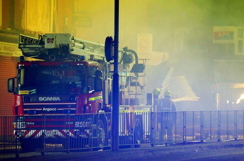 Brandfolk på Hinckley Road. Leicester søndag aften.