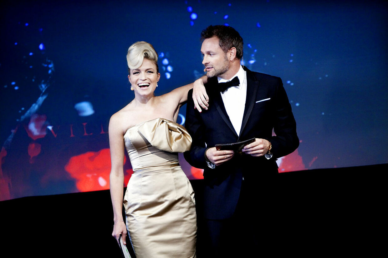 Vild med dans - deltagerne i sæson efterår 2010 præsenteres hos TV2- her er det værterne Christiane Schaumburg-Müller og Claus Elming