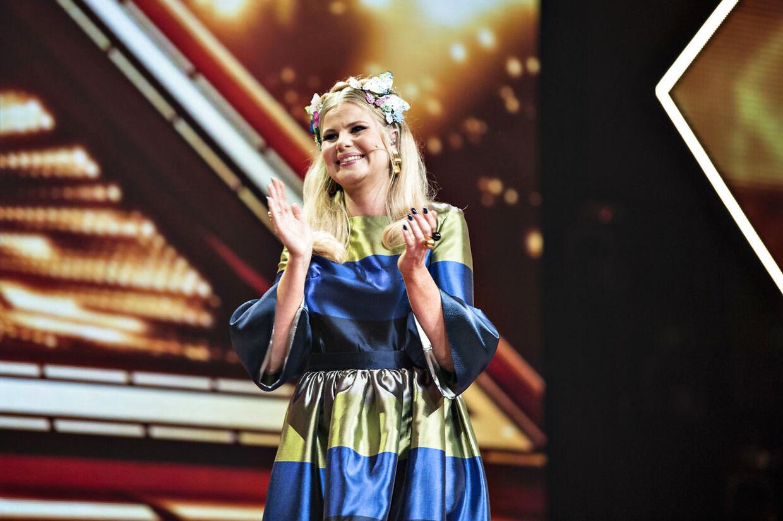 Sofie Linde er tilbage på skærmen efter kun 22 dage på barsel. Hendes nyfødte datter må 'nøjes' med farmand, Joakim Ingversen, når den 28-årige kvinde igen står i front for det mest sete underhoildningsprogram i fjernsynet, X Factor. (Foto: Ida Guldbæk Arentsen/Scanpix 2018)