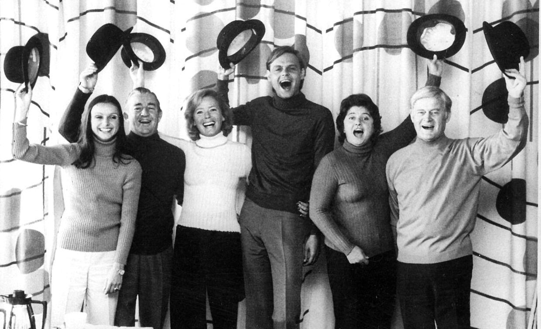 I 1970erne var Elin Reimer en del af holdet bag den satiriske ugerevy 'Uha Uha'.