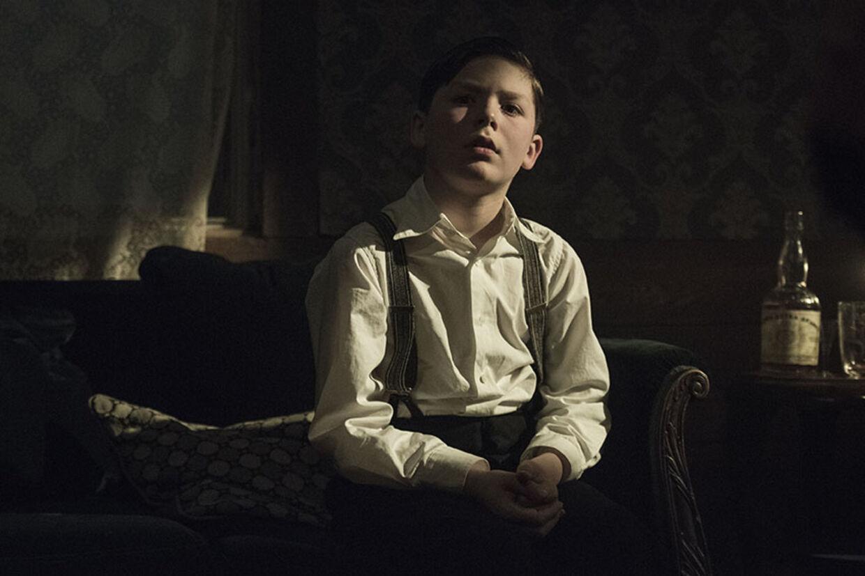 Gennem filmen bliver John guidet af sit yngre jeg - godt spillet af Harald Kaiser Hermann (kendt fra 'Der kommer en dag'). Foto: Nordisk Film