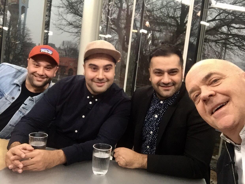 Jes Dorph-Petersen og brødrene Alvaz i Go' Aften Danmark.