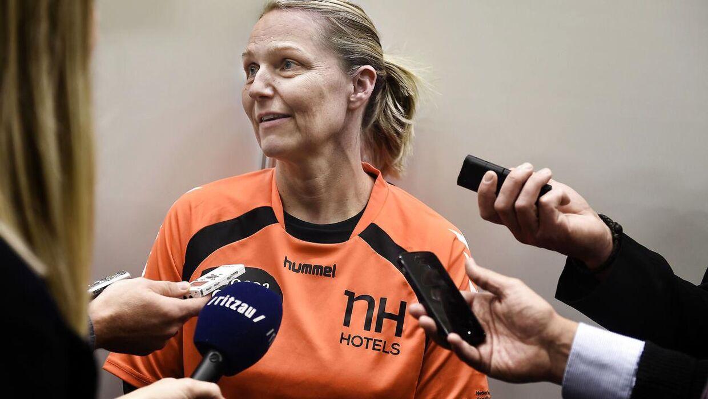 Helle Thomsen har tidligere været træner for FC Midtjyllands kvindehold i håndbold, men er nu træner i CSM Bucuresti.