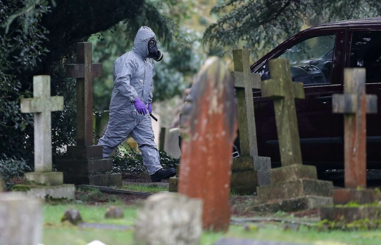 Var det her på kirkegården, hvor hans kone og søn ligger begravet, at Sergei Skripal og hans datter blev udsat for nervegiften?