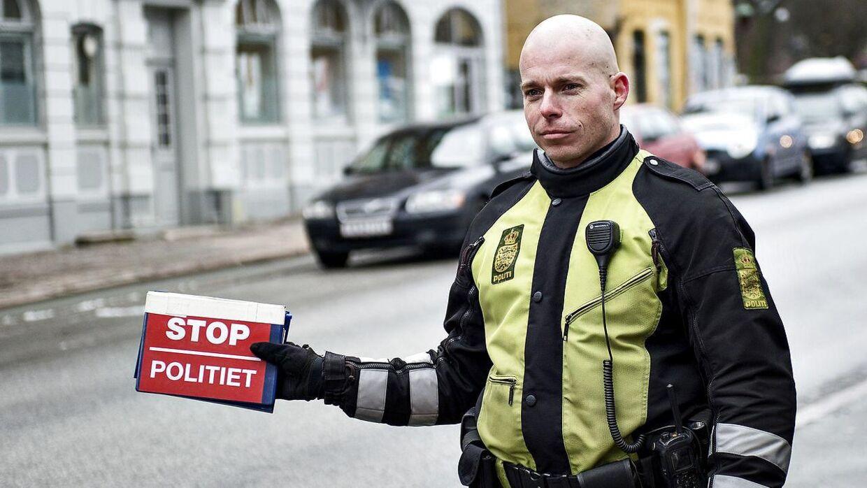 I denne uge holder politiet særligt øje med bilister uden sele eller med en mobil i hånden. (Arkivfoto)