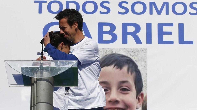 Foto fra en af forsamlingerne hvor forældrene, Angel Cruz og Patricia Ramirez, beder om at få hjælp til at få deres søn tilbage.