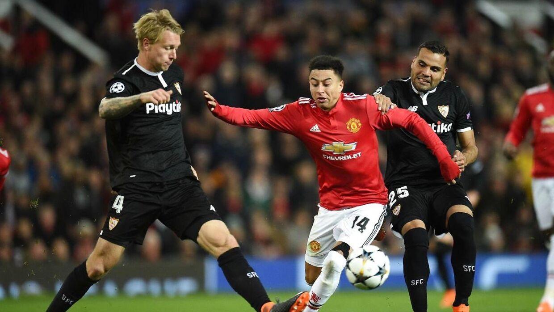 Simon Kjær (tv) og Sevilla vandt overraskende 2-1 ude over Manchester United i Champions League, og derfor vvar den danske landsholdsanfører i godt humør bagefter.