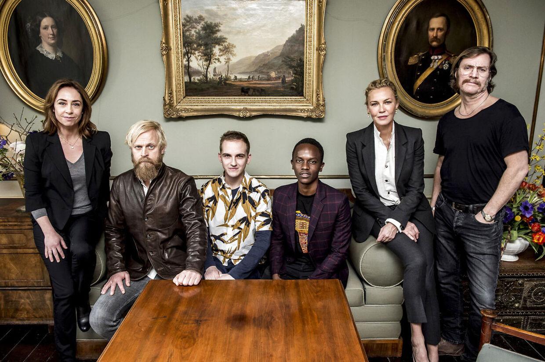 Skuespillerne fra tv-serien LIBERTY. Fra venstre Sofie Gråbøl, Carsten Bjørnlund, Anton Hjejle, Charlie Kamuri, Connie Nielsen og Magnus Krepper.