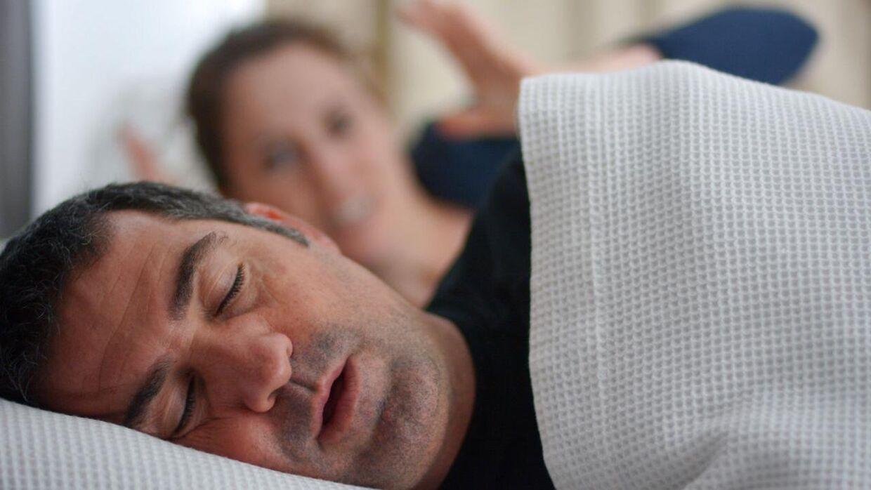 Tusindvis af danskere lider af søvnapnø uden at vide det. Det er ikke bare en stor gene for deres partner. Det er også skadeligt for deres sundhed.