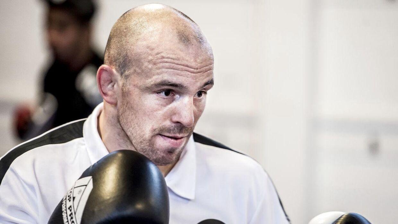 Tidligere OL-sølvinder i brydning Mark O. Madsen træner og forbereder sig på sin tredje kamp i kampsporten MMA.