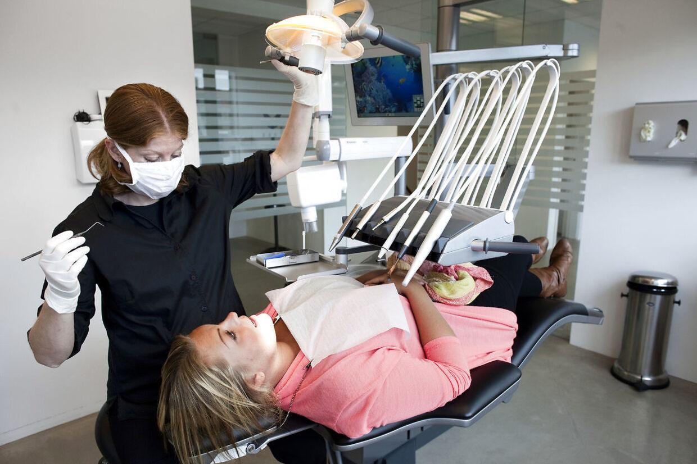 Det er en god ide at gå regelmæssigt til tandlægen, hvis man vil undgå, at betændelse i tænderne forværrer sygdom, man i forvejen har i kroppen.