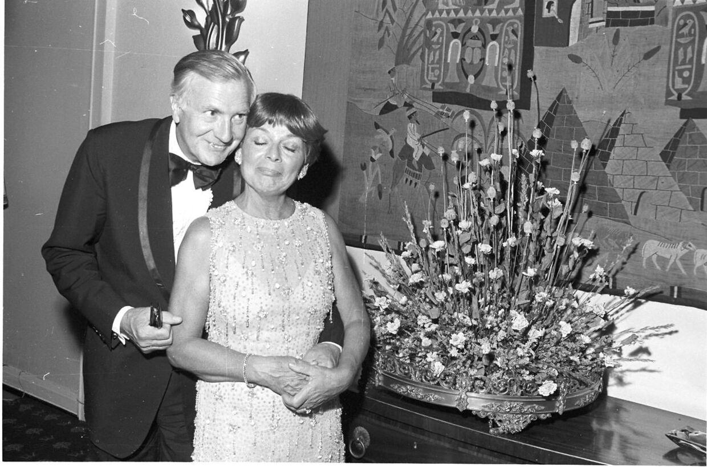 Her ses Lys Assia ved sit 40 års jubilæum på Kystens Perle sammen med sin mand, hoteldirektør Oscar Pedersen